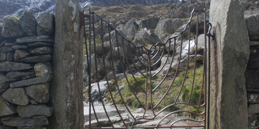 Gate on path to Cwn Idwal